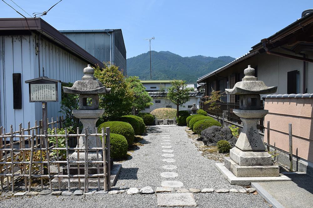 近江坂本城跡を歩く。 その4 <明智塚>_e0158128_18584337.jpg