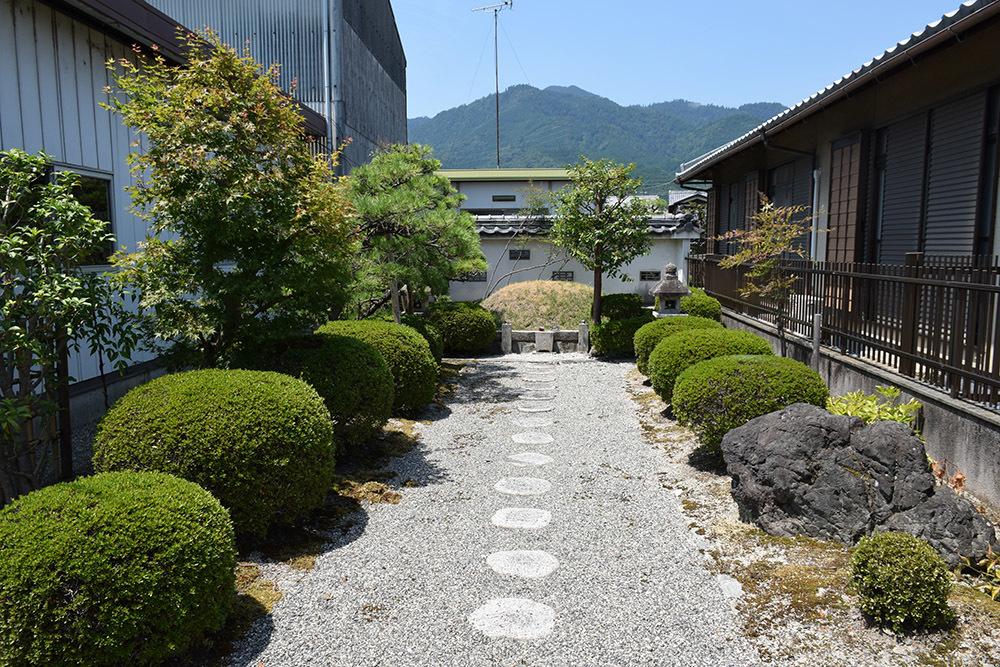近江坂本城跡を歩く。 その4 <明智塚>_e0158128_18584910.jpg