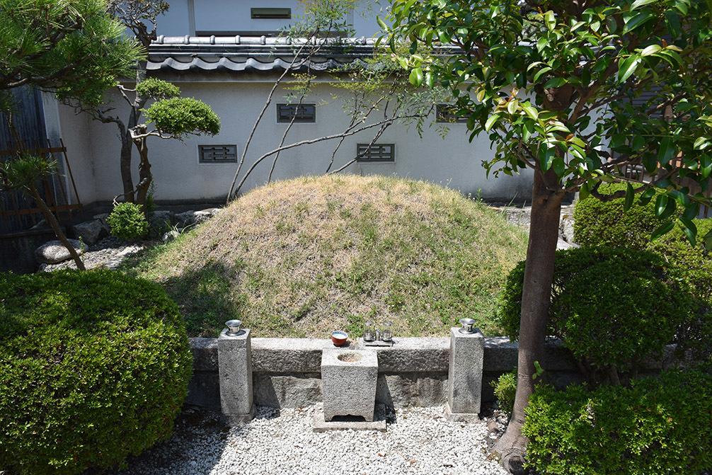 近江坂本城跡を歩く。 その4 <明智塚>_e0158128_18585170.jpg