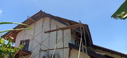 屋根(破風板)の修理_d0083068_09475344.jpg
