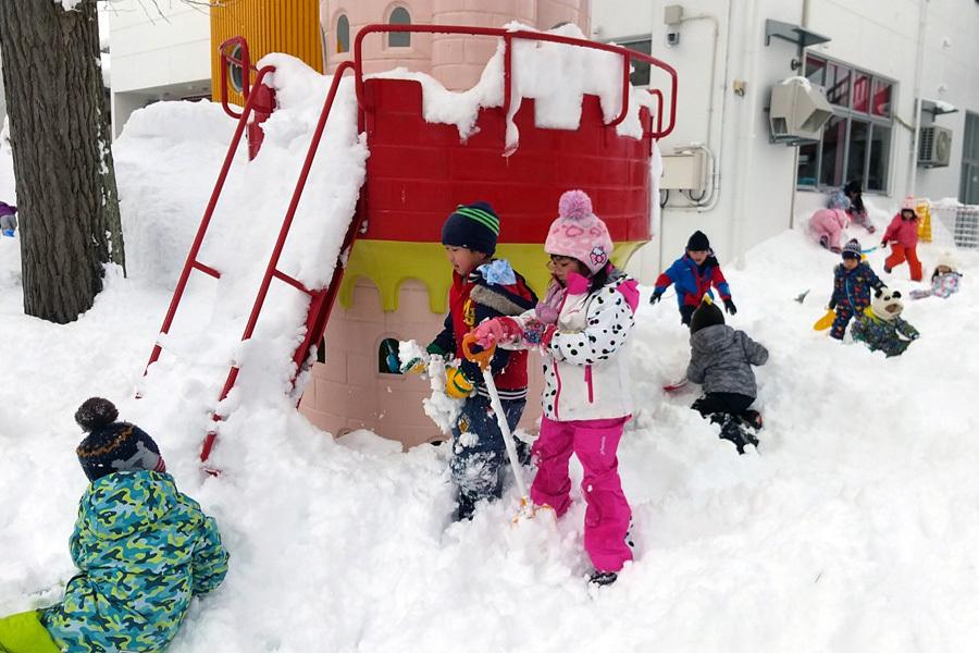 みんな元気に雪遊び_d0353789_13390692.jpg