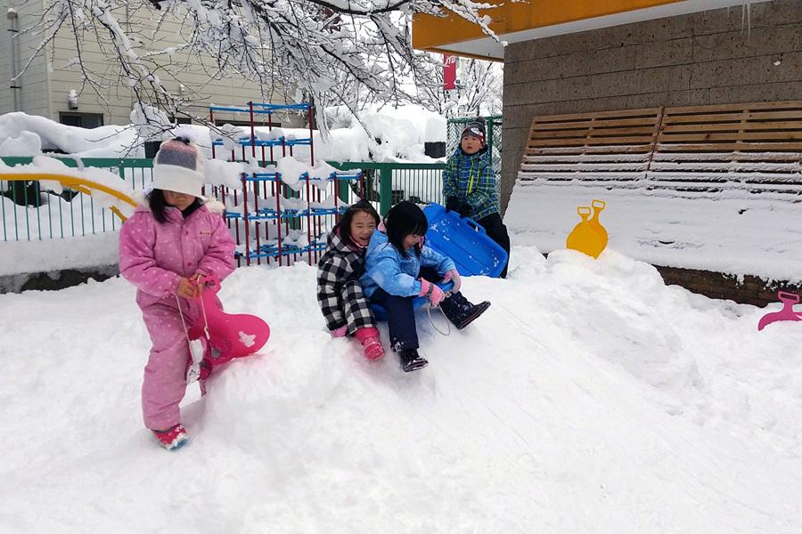 みんな元気に雪遊び_d0353789_13391253.jpg