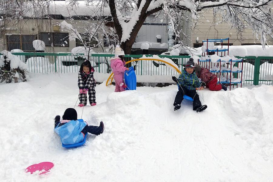 みんな元気に雪遊び_d0353789_13392330.jpg