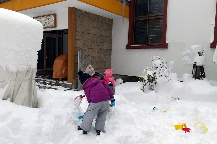 みんな元気に雪遊び_d0353789_13393062.jpg