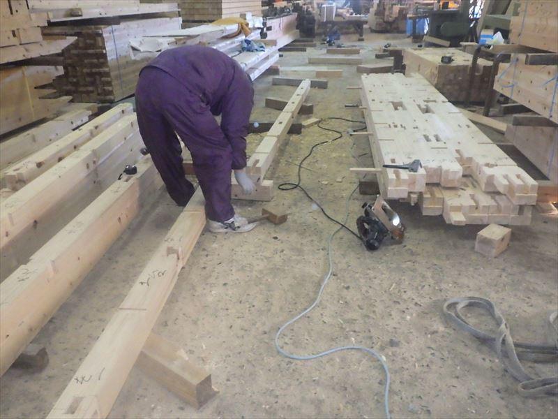 田沢湖の家 大工の刻み、進行中です!_f0105112_04134529.jpg