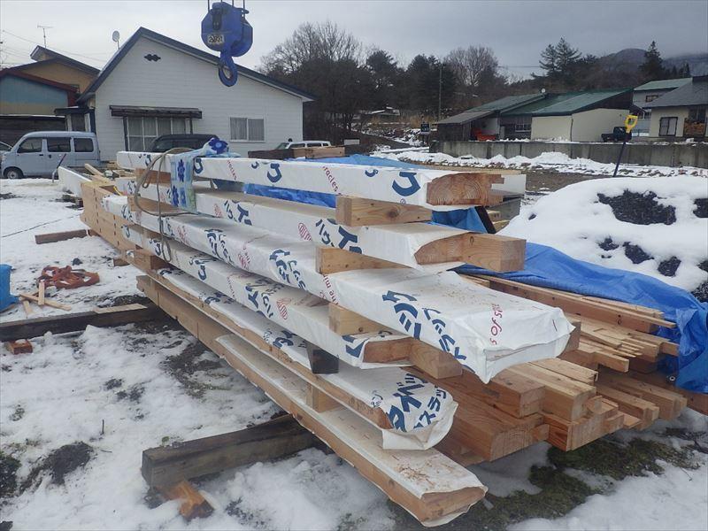 田沢湖の家 大工の刻み、進行中です!_f0105112_04210846.jpg