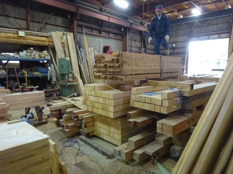 田沢湖の家 大工の刻み、進行中です!_f0105112_04210857.jpg