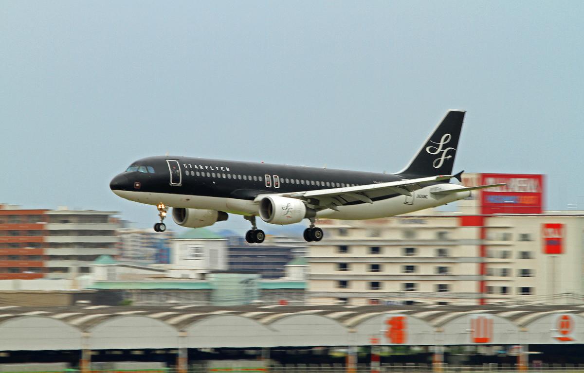 黒いジェット機。_b0044115_02153326.jpg