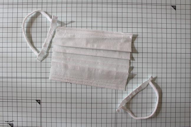 手縫いOK!2か所縫うだけ『使い捨てマスクを再利用』できるガーゼマスクの作り方♪_f0023333_21071565.jpg