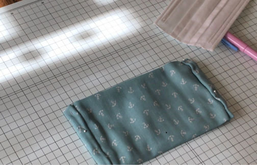 手縫いOK!2か所縫うだけ『使い捨てマスクを再利用』できるガーゼマスクの作り方♪_f0023333_21271392.jpg