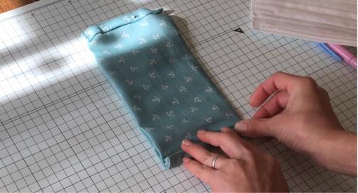 手縫いOK!2か所縫うだけ『使い捨てマスクを再利用』できるガーゼマスクの作り方♪_f0023333_21271403.jpg