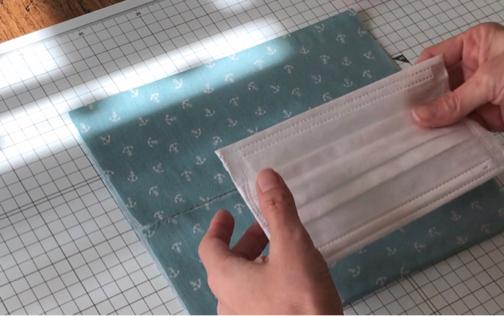 手縫いOK!2か所縫うだけ『使い捨てマスクを再利用』できるガーゼマスクの作り方♪_f0023333_21274612.jpg