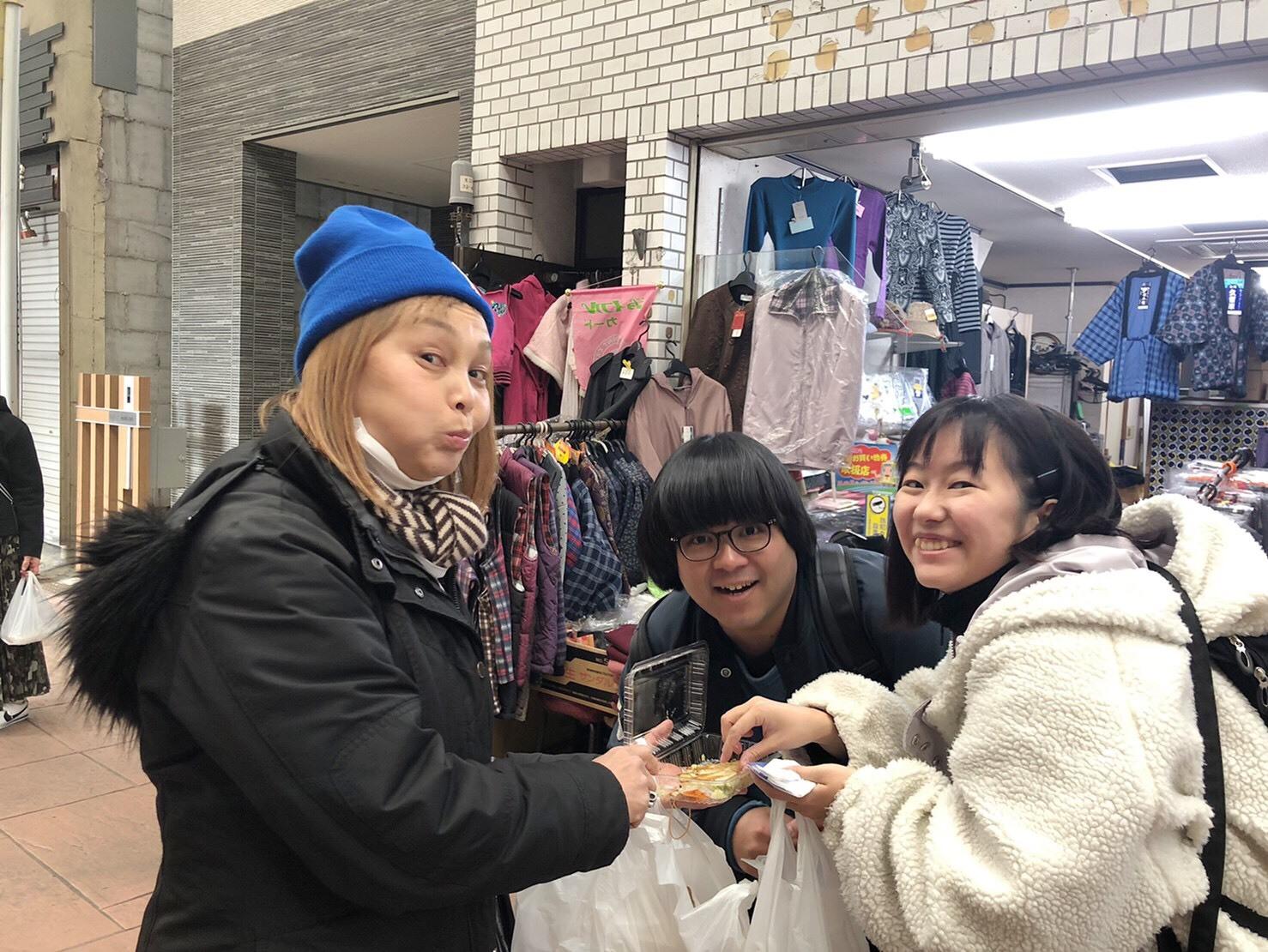 パンを買ったり、餃子を買い食いしたり_a0163623_14080776.jpg