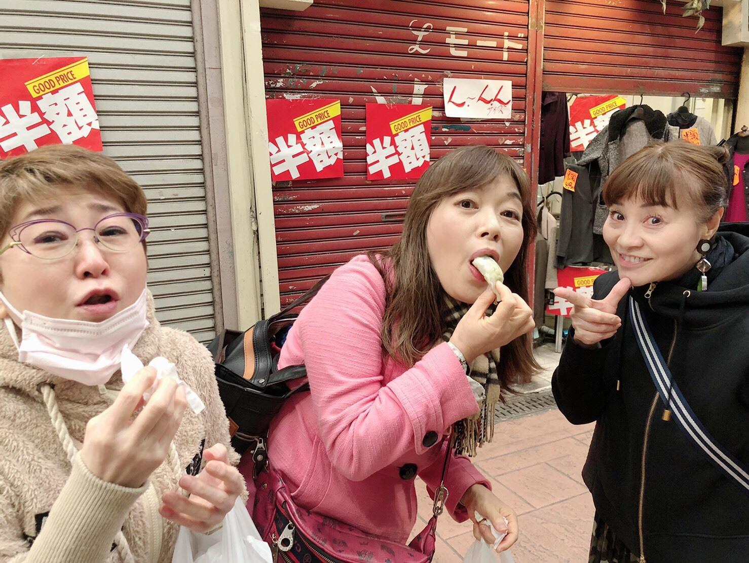 パンを買ったり、餃子を買い食いしたり_a0163623_14081297.jpg