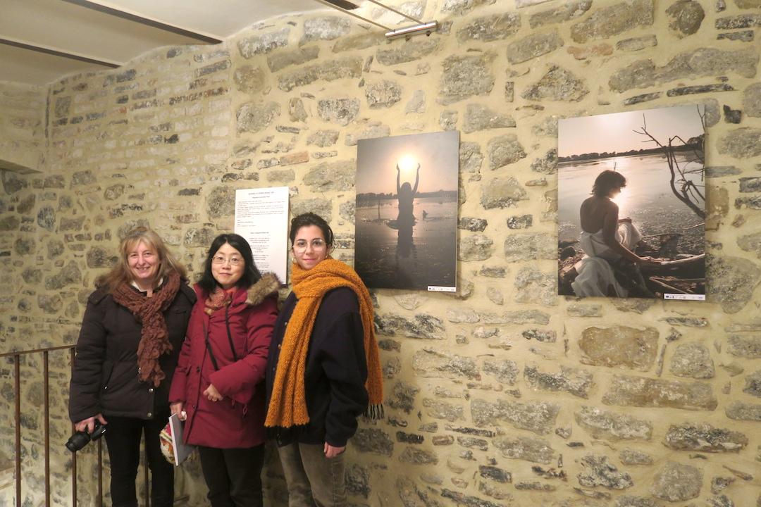 陶器の町デルータで女性写真展、日本語で俳句も朗読_f0234936_8231773.jpg