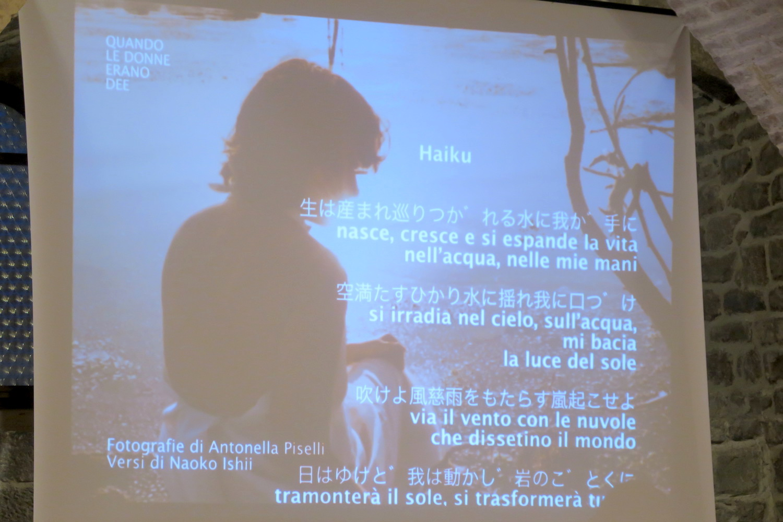 陶器の町デルータで女性写真展、日本語で俳句も朗読_f0234936_831341.jpg