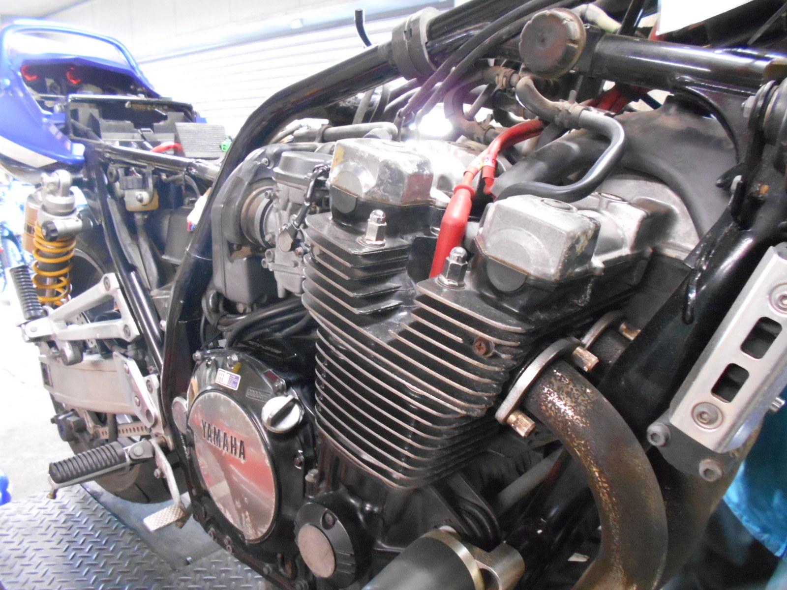 XJR1300 エンジン腰上_e0185939_09523675.jpg
