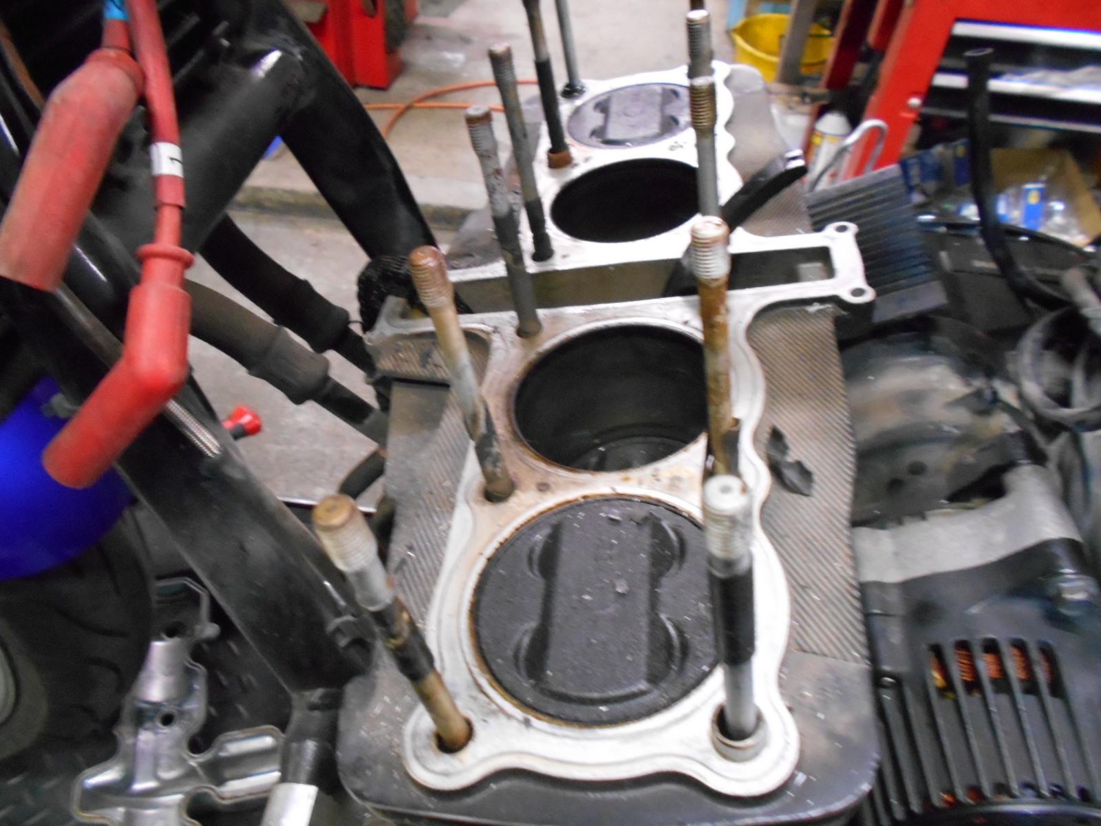 XJR1300 エンジン腰上_e0185939_09533938.jpg