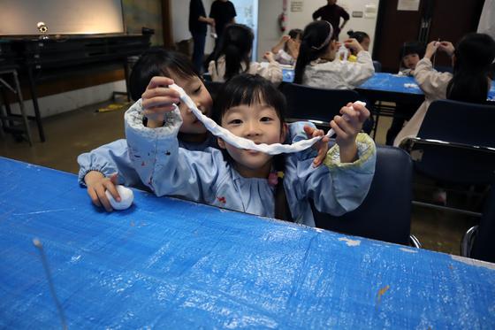 やと子ども美術教室 ~ 粘土で遊ぼう ~_e0222340_1418717.jpg