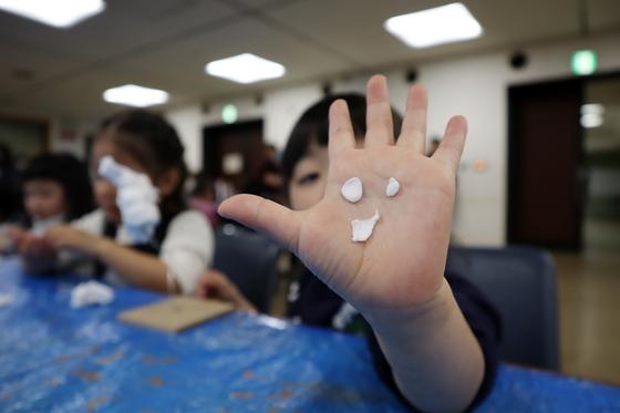 やと子ども美術教室 ~ 粘土で遊ぼう ~_e0222340_14225274.jpg