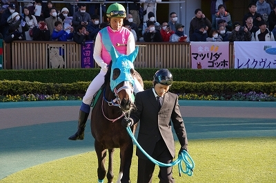 東京新聞杯は牝馬のワンツー、プリモシーンが差し切り重賞3勝目を飾る_b0015386_23131824.jpg