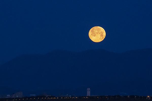 湘南海岸の満月と富士山_b0145398_16483541.jpg