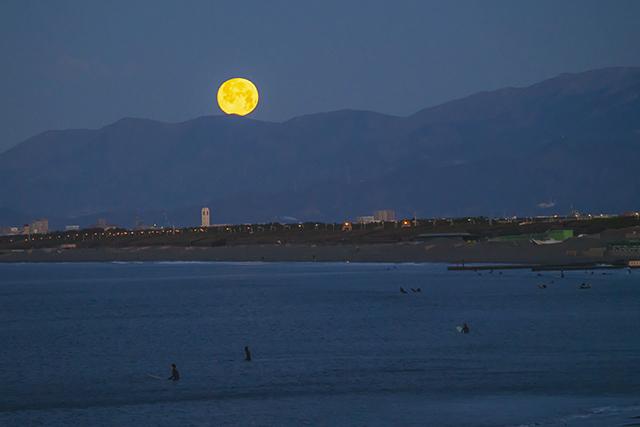 湘南海岸の満月と富士山_b0145398_16491175.jpg
