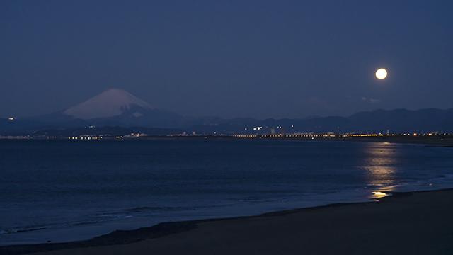 湘南海岸の満月と富士山_b0145398_16562519.jpg