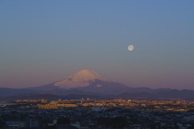 湘南海岸の満月と富士山_b0145398_19114367.jpg