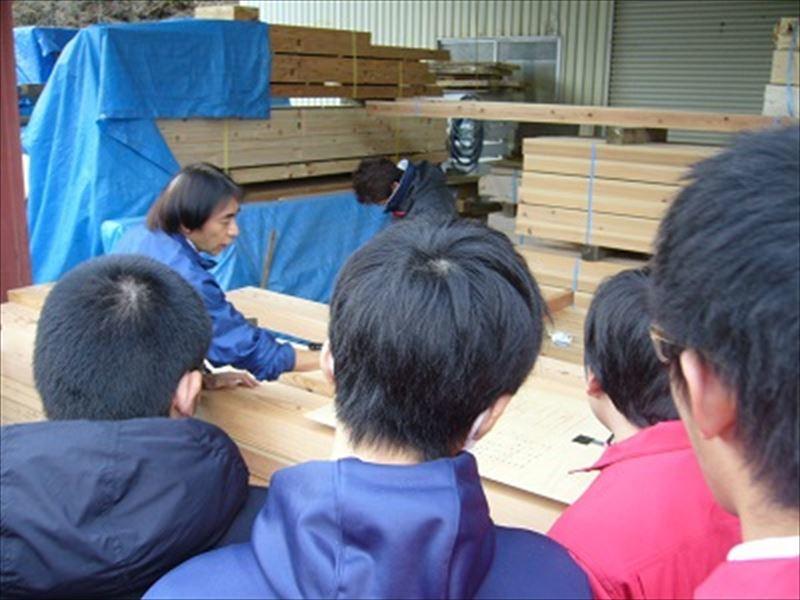 高校生が弊社作業場を見学の訪れました。_f0105112_18465832.jpg