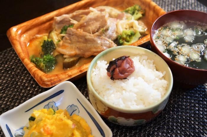 ■簡単晩ご飯【レンチン5分調理!豚カルビチーズ焼き?半調理品を発見@@!】_b0033423_23130082.jpg