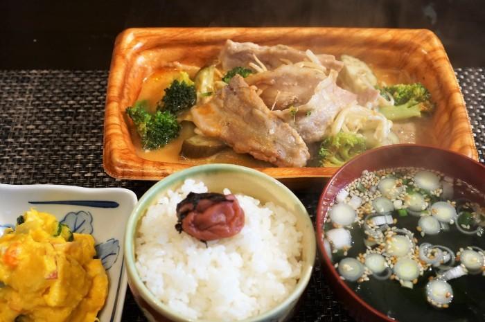 ■簡単晩ご飯【レンチン5分調理!豚カルビチーズ焼き?半調理品を発見@@!】_b0033423_23130136.jpg