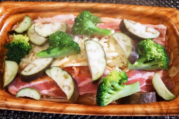 ■簡単晩ご飯【レンチン5分調理!豚カルビチーズ焼き?半調理品を発見@@!】_b0033423_23200239.jpg