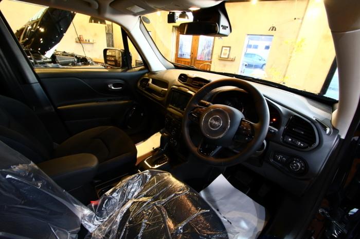新車のレネゲード入庫 ドラレコ取り付け_f0105425_17520607.jpg