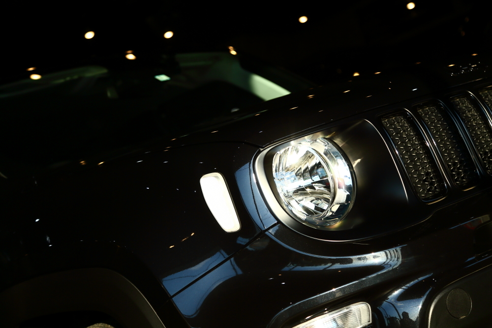 新車のレネゲード入庫 ドラレコ取り付け_f0105425_17525752.jpg