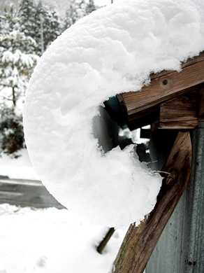 今冬の最低気温、-4.1℃・・・ツララと雪景色_d0005250_1637569.jpg