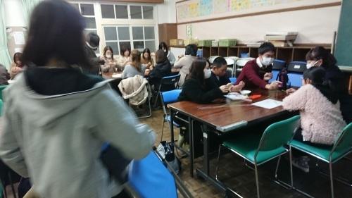 中曽根小学校の卒業式コサージュ作り_e0181051_07030983.jpg