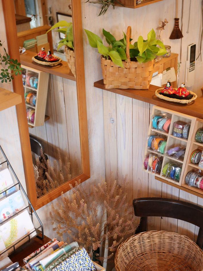 金柑と日本水仙を飾って 〜2月半ばの店内〜_c0334574_19473505.jpeg