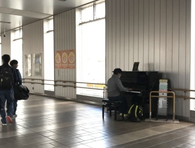 駅ピアノ_d0297177_08352704.jpg