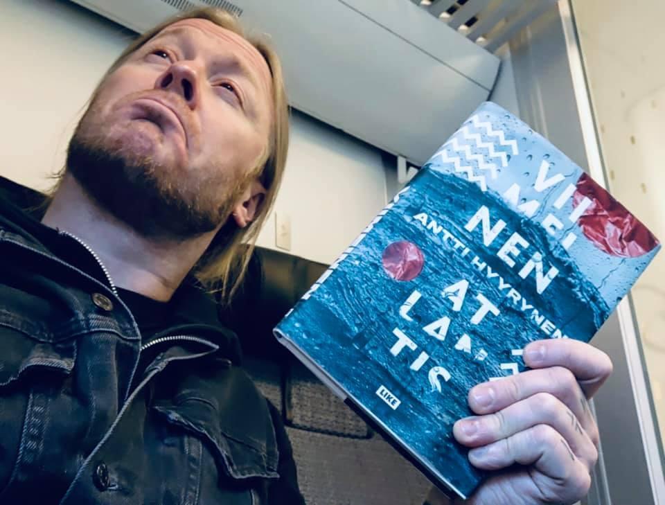 "Stam1naのHyrdeがバンドの4thアルバム ""Viimeinen Atlantis"" と同名の本を出版。英/仏/日本語訳も?_b0233987_23020619.jpg"
