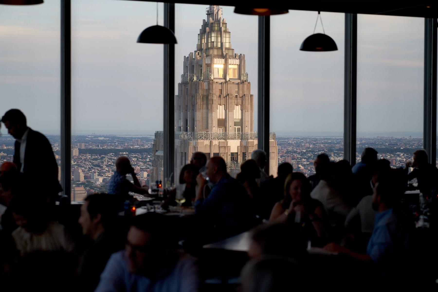 夜景が綺麗なレストラン(しかもチップなし笑)_d0240098_06280401.jpg