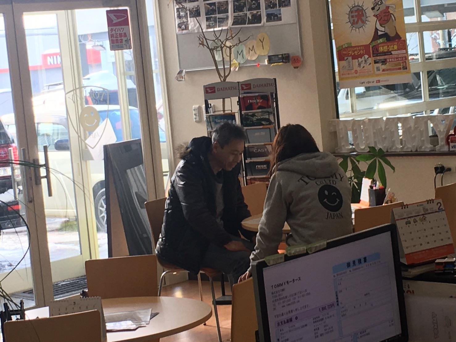 2月11日(火)本店ブログ♪  ハイエース 3.0DT カスタム多数 入庫しました✨ ランクル ハマー エスカレードならTOMMY☆_b0127002_17560949.jpg
