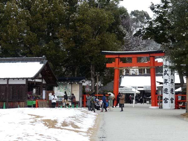 雪の上賀茂神社_e0048413_21005855.jpg