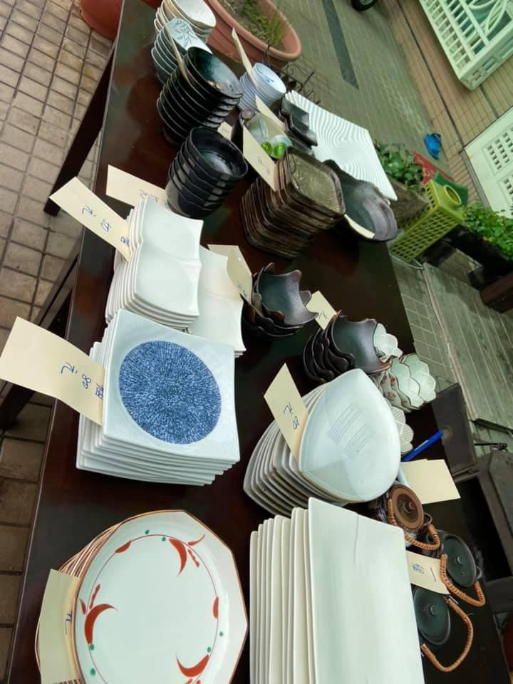拍賣店裡的碗盤_f0057324_12012948.jpg