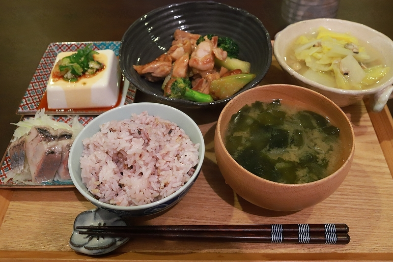 ベーグルと鶏肉とブロッコリーの味噌炒め定食(?!)_f0348831_15083958.jpg