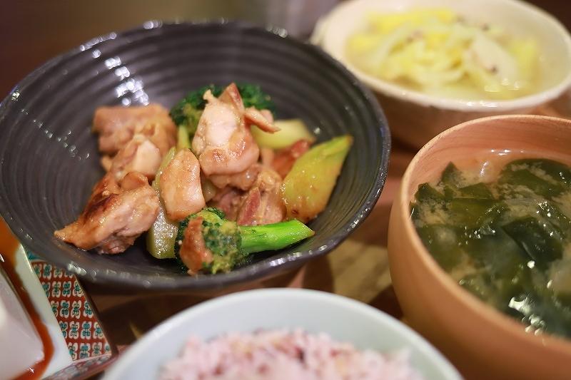 ベーグルと鶏肉とブロッコリーの味噌炒め定食(?!)_f0348831_15084505.jpg