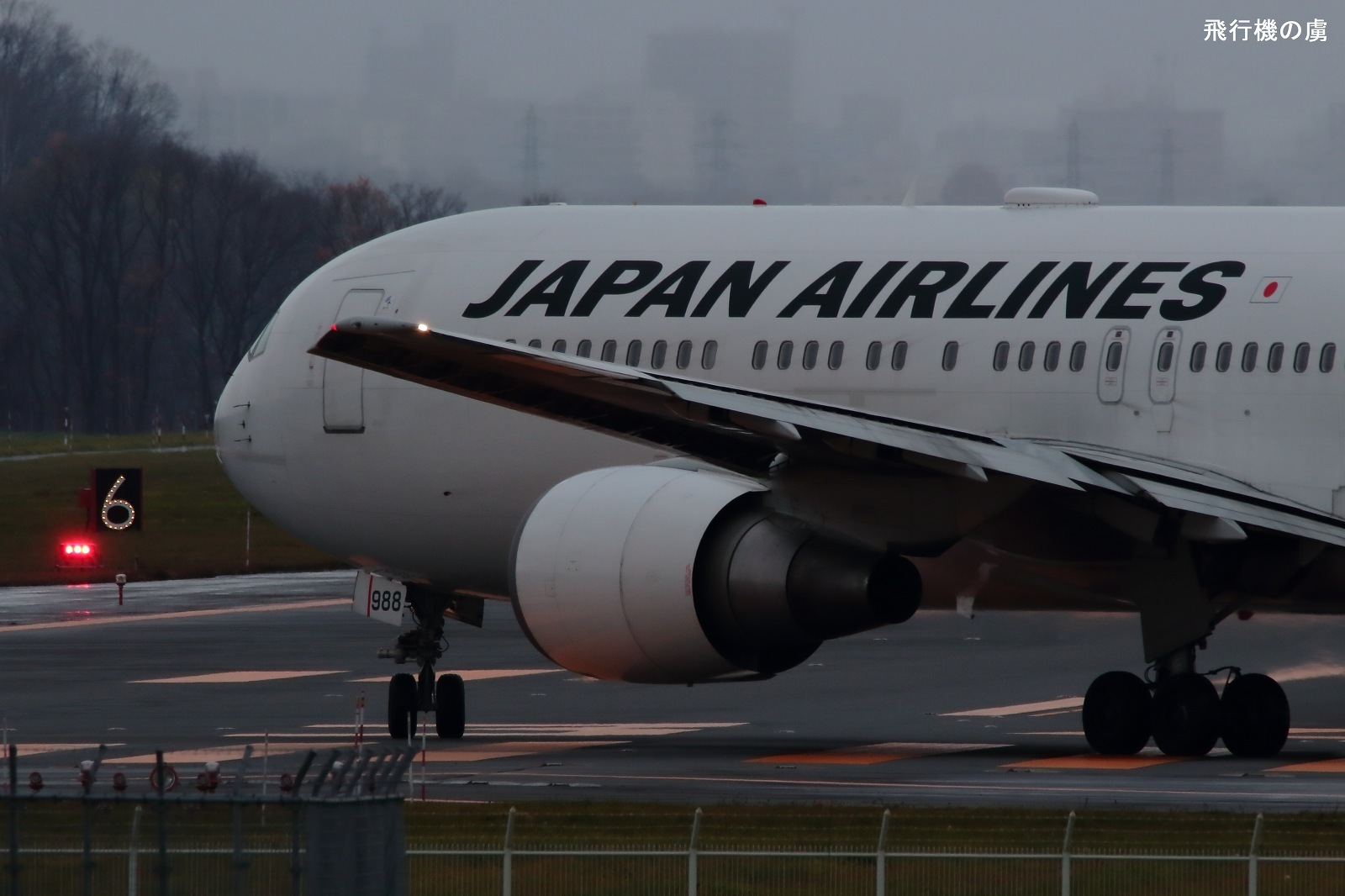 滑走路へ  B767  日本航空(JL)_b0313338_00405176.jpg