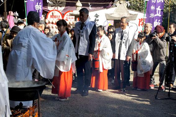 春を呼ぶ射山神社の「みゆ」_b0145296_16265751.jpg