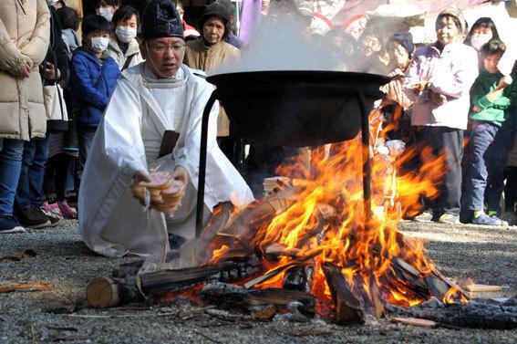 春を呼ぶ射山神社の「みゆ」_b0145296_16270552.jpg