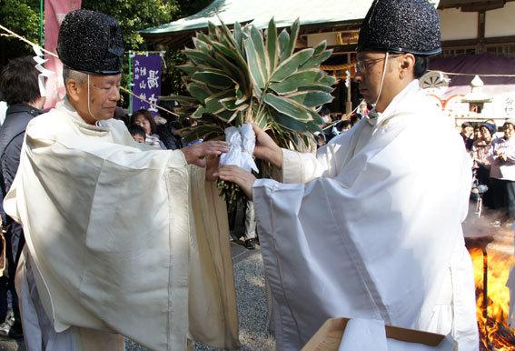 春を呼ぶ射山神社の「みゆ」_b0145296_16270892.jpg